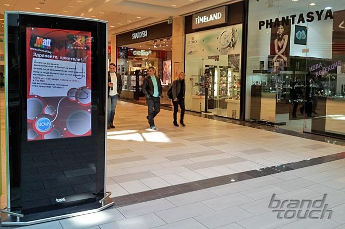 Almondo digital totems in The Mall